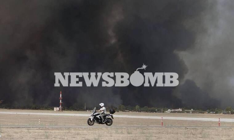 Φωτιά Βαρυμπόμη: Εφιαλτικές εικόνες από το πυρινό μέτωπο - Κοντά σε σπίτια η φωτιά