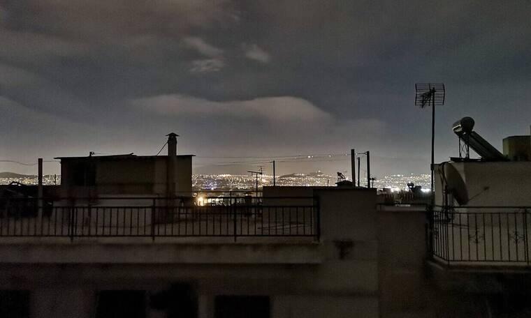 Φωτιά Βαρυμπόμπη: Δύσκολο βράδυ στην Αττική - Ποιες περιοχές δεν έχουν ρεύμα