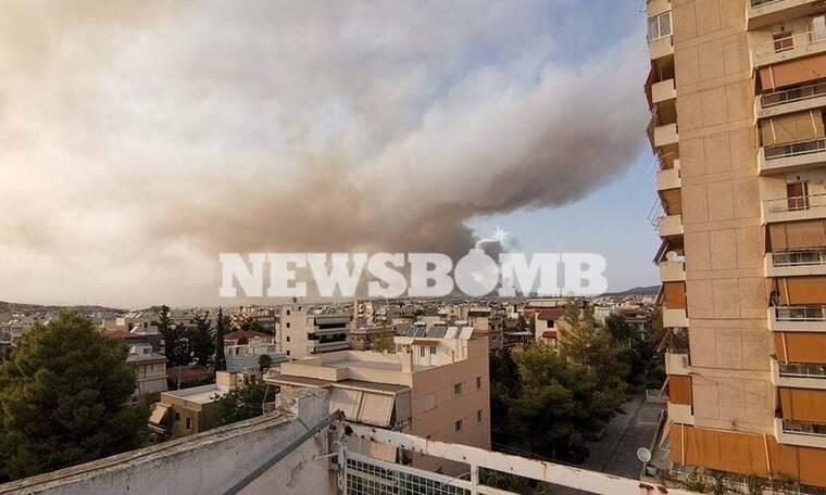Φωτιά Βαρυμπόμπη: Εκρηκτικό «κοκτέιλ» στον ουρανό της Αθήνας - Στάχτη και καπνός
