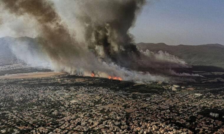 Κοσμάς Κουμιανός: Αυτός είναι ο φωτογράφος του GNTM με τη viral εικόνα από τη φωτιά στη Βαρυμπόμπη