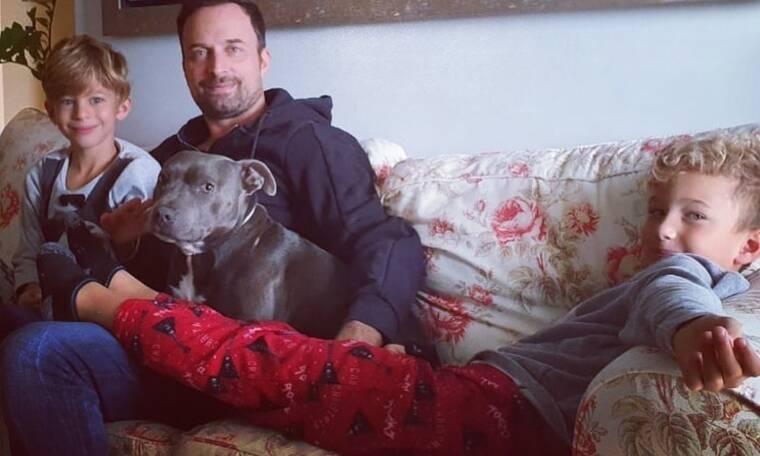 Γιώργος Λιανός: Έκλεισε τους γιους του έξω από το δωμάτιο – Δείτε το βίντεο