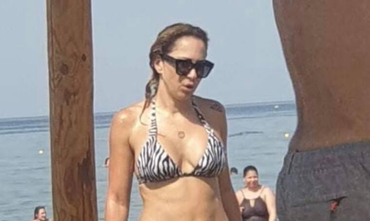 Μελίνα Ασλανίδου: Απολαμβάνει τις βουτιές της στην Κρήτη και εμείς τα χάσαμε με το κορμί της!