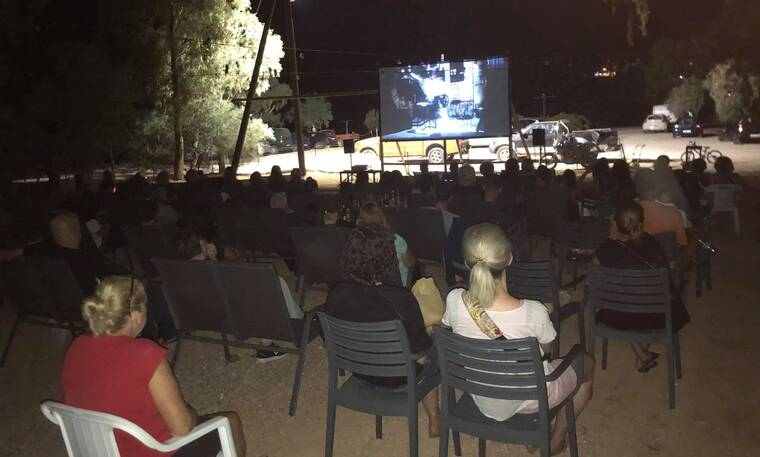 Χάρης Τζωρτζάκης: Έστησε σινεμά στη Νότια Εύβοια για τους πληγέντες του νησιού