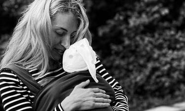 Μαρία Ηλιάκη: Τραγουδά στην δύο μηνών κόρη της και δείτε πως αντιδρά – Το πιο τρυφερό video