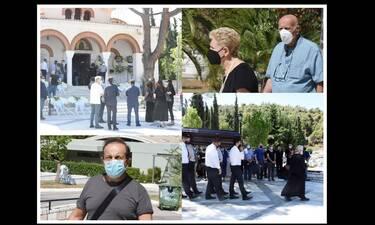 Απέραντη θλίψη στην κηδεία του Βασίλη Μπουζιώτη - Το τελευταίο αντίο στον δημοσιογράφο
