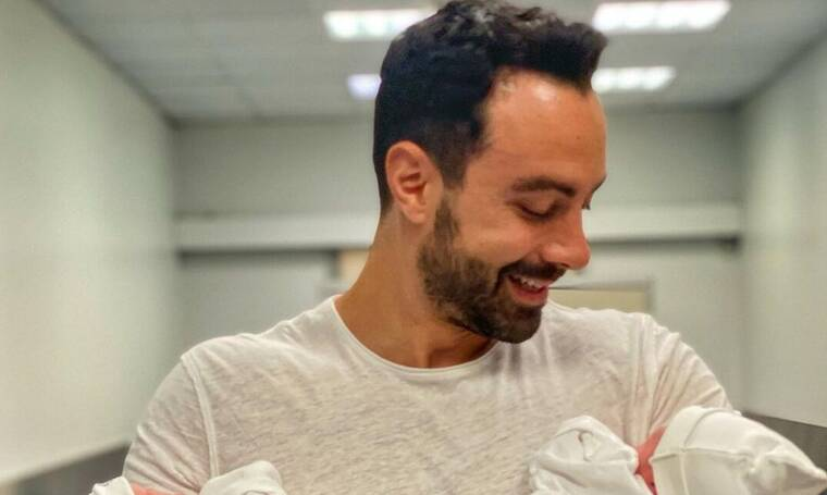 Σάκης Τανιμανίδης: Θα ξετρελαθείς με τη νέα απίθανη φώτο με τη μία νεογέννητη κόρη