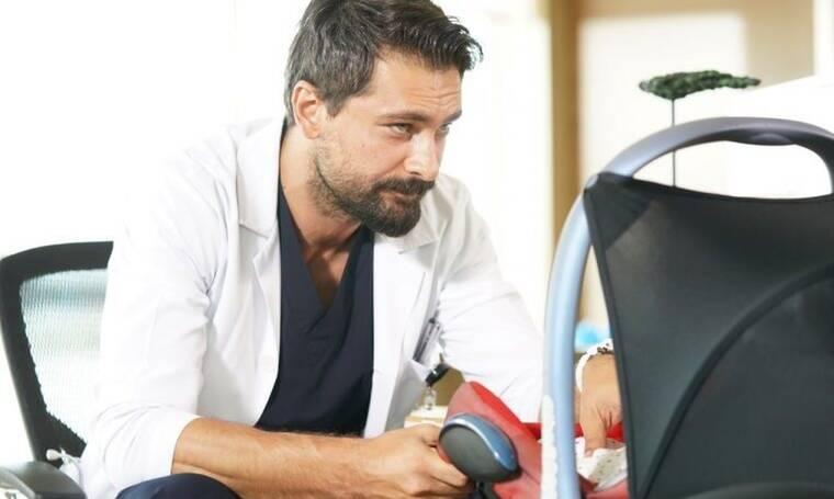 O γιατρός: Κορίτσια, θα ξετρελαθείτε με τις φώτο από τις διακοπές του κούκλου Φερμάν