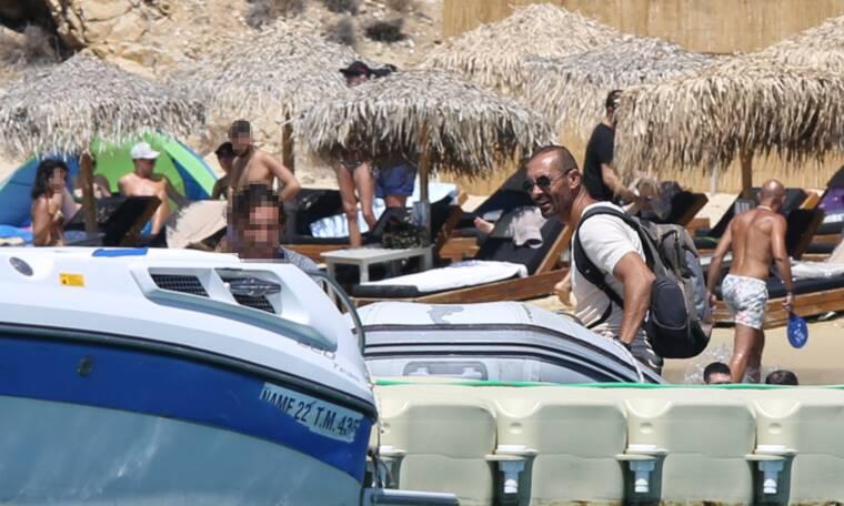 Αλέκος Συσσοβίτης: Σπάνιες φωτογραφίες από τις διακοπές του στη Μύκονο