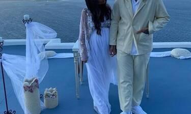 Λαμπερός γάμος! Παντρεύτηκε την εγκυμονούσα σύντροφό του στην Σαντορίνη