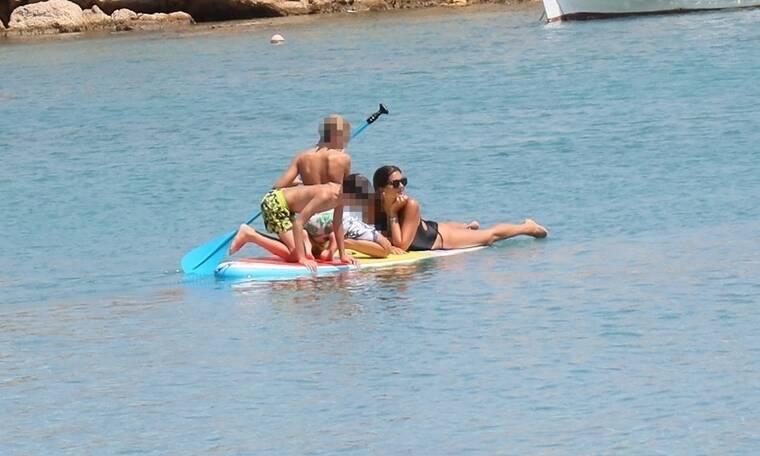 Σταματίνα Τσιμτσιλή: Μια μαμά με τα όλα της! Τα παιχνίδια με τα παιδιά της στη θάλασσα!