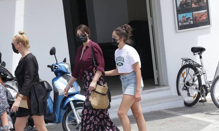 Μόνικα Μπελούτσι: Μοναδικές στιγμές με την κόρη της στην Πάρο! Μοιάζουν σαν δυο σταγόνες νερό