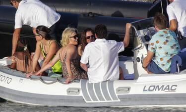 Charlize Theron: Νέες φωτογραφίες από τις διακοπές της στην Αντίπαρο