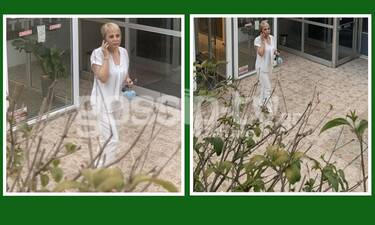 Αποκλειστικές φωτό: Η Τέτα Καμπουρέλη μετά από καιρό, ντυμένη στα λευκά & το κινητό... σκουλαρίκι!