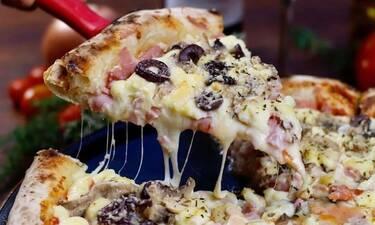Πώς θα φτιάξεις την πιο νόστιμη παραδοσιακή πίτσα (video)
