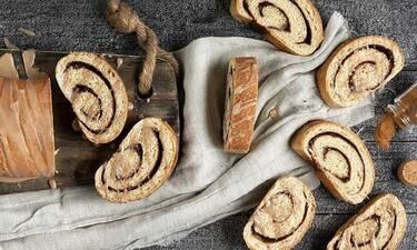 Μυρωδάτο και λαχταριστό ψωμί κανέλας από τον Άκη Πετρετζίκη