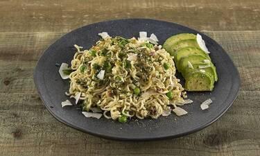 Noodles με αβοκάντο και καρύδα από τον Άκη Πετρετζίκη!