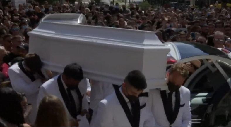 Κηδεία Mad Clip: Τα δάκρυα της Φουρέιρα και το αποχαιρετιστήριο μήνυμα μετά το τελευταίο «αντίο»