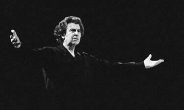 Μίκης Θεοδωράκης: Σε λαϊκό προσκύνημα η σορός του σπουδαίου μουσικοσυνθέτη (Photos & Video)