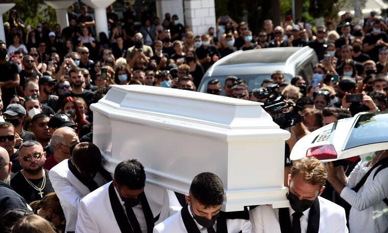 Κηδεία Mad Clip: Συγκλονισμένοι οι επώνυμοι «αποχαιρετούν» τον Έλληνα τράπερ