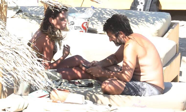 Το ατελείωτο καλοκαίρι της Αθηνάς Οικονομάκου! Σε τρυφερές στιγμές με τον σύζυγό της στη Μύκονο!