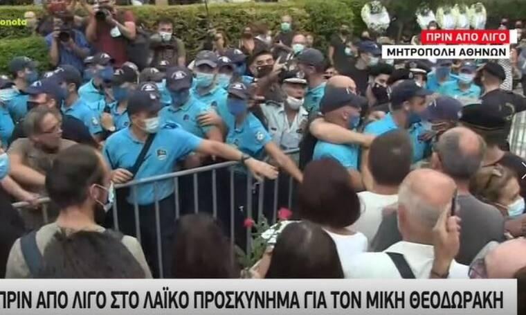 Μίκης Θεοδωράκης: Μεγάλη ένταση στην Μητρόπολη - Νεύρα και παράταση του λαϊκού προσκυνήματος