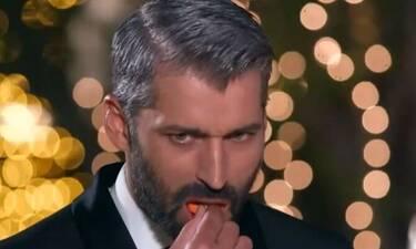 The Bachelor: «Κάγκελο» ο Αλέξης Παππάς! Διαγωνιζόμενη τον έβαλε να φάει... λουλούδια!