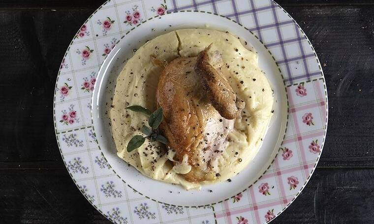 Κοτόπουλο σε γάλα από τον Άκη Πετρετζίκη