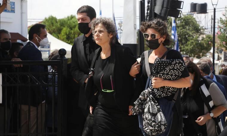 Κηδεία Μίκη Θεοδωράκη: Ρίγη συγκίνησης - Συντετριμμένη η κόρη του, Μαργαρίτα