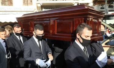 Κηδεία Μίκη Θεοδωράκη: Στην τελευταία του κατοικία ο οικουμενικός Έλληνας (Live)