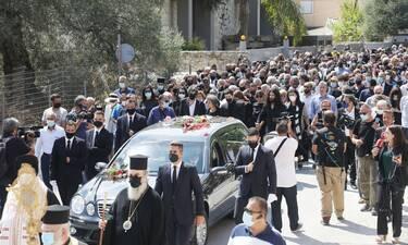 Κηδεία Μίκη Θεοδωράκη: Πολιτικοί και καλλιτέχνες αποχαιρετούν τον σπουδαίο μουσικοσυνθέτη στην Κρήτη