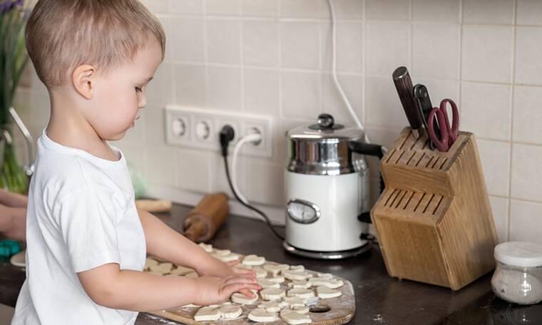 Τρίχρονος σεφ έγινε διάσημος στο TikTok εξαιτίας των ξεκαρδιστικών βίντεό του