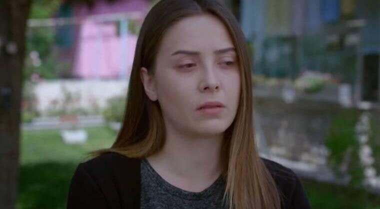 Elif: Κάποιος ακολουθεί Μελέκ και την αναγκάζει να το βάλει στα πόδια;