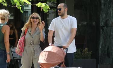 Ηλιάκη – Μανουσάκης: Βόλτα με το μωρό τους στο κέντρο της Αθήνας – Απίθανες φωτό