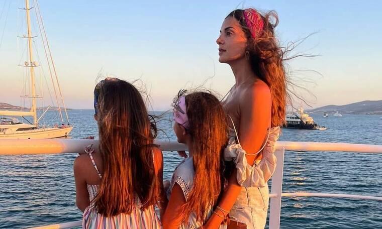 Σταματίνα Τσιμτσιλή: Η πιο ωραία φώτο που είδαμε ποτέ με τα τρία παιδιά της