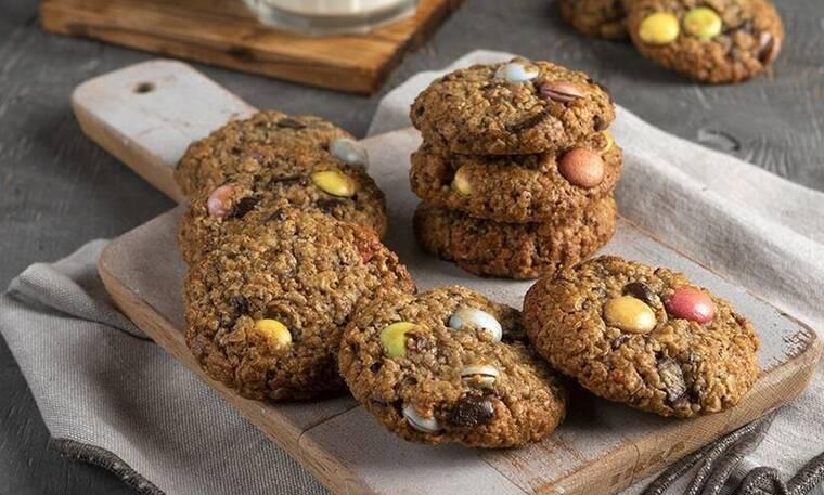 Παιδικά μπισκότα με βρώμη και σοκολάτα από τον Άκη Πετρετζίκη