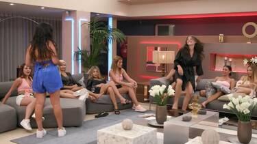 The Bachelor: Επεισόδιο στη βίλα! Επέστρεψε η Γιώτα, της άρπαξαν το τριαντάφυλλο και το... μάδησαν!