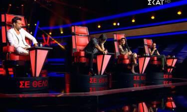 The Voice: Τρελό γέλιο!Ο Μουτσινάς τραγούδησε κι «έφαγε πόρτα» - Η αντίδρασή τους όταν τον είδαν
