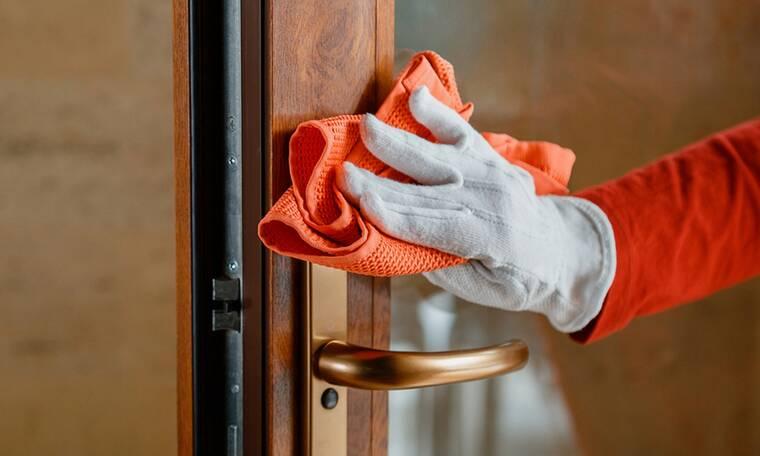 Ο σωστός τρόπος για να καθαρίσετε τις ξύλινες πόρτες
