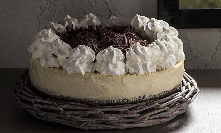 Λαχταριστή τούρτα λευκής σοκολάτας από τον Άκη Πετρετζίκη