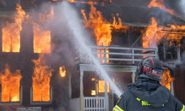 Ήθελε να κάνει πρόταση γάμου αλλά κάηκε το σπίτι του - Τι έκανε τελικά;