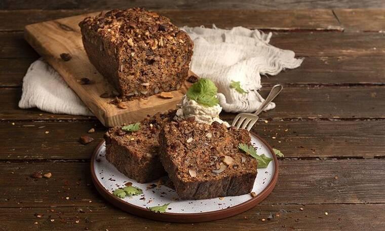 Ψωμί καρότου από τον Άκη Πετρετζίκη