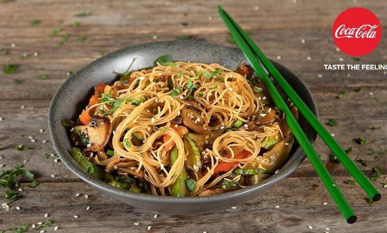 Noodles με λαχανικά από τον Άκη Πετρετζίκη