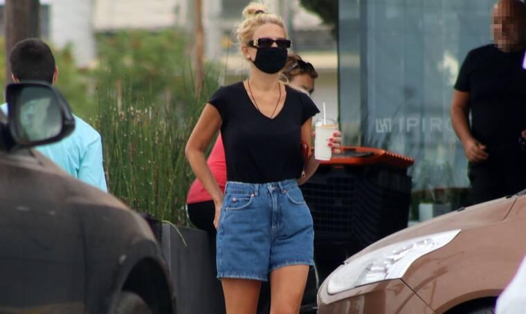 H Φαίη Σκορδά είναι μία από εμάς! Δείτε πώς βγήκε για να πάρει καφέ στη Γλυφάδα! (photos)