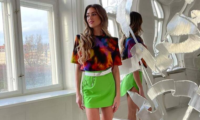 Skirt alert! Η φούστα πρωταγωνιστεί το φθινόπωρο - Πώς θα τη φορέσεις