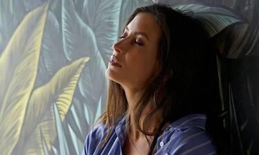 Μάρα Δαρμουσλή: Ποζάρει με το μαγιό της στον έκτο μήνα της εγκυμοσύνης της και είναι χάρμα οφθαλμών