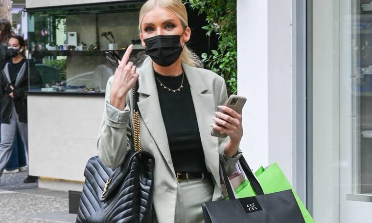 Κατερίνα Καινούργιου: Το απίθανο γκρι κοστούμι και η τσάντα που θέλεις… χθες! Πόσο κοστίζει;