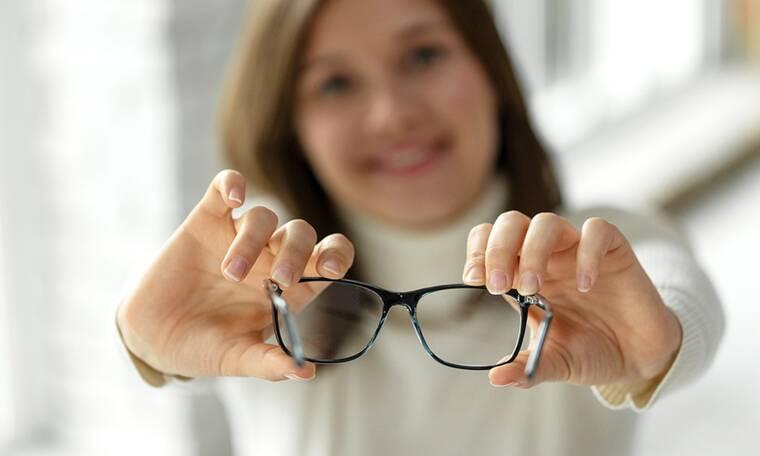 Οι συνήθειες που βλάπτουν την όρασή σας (εικόνες)