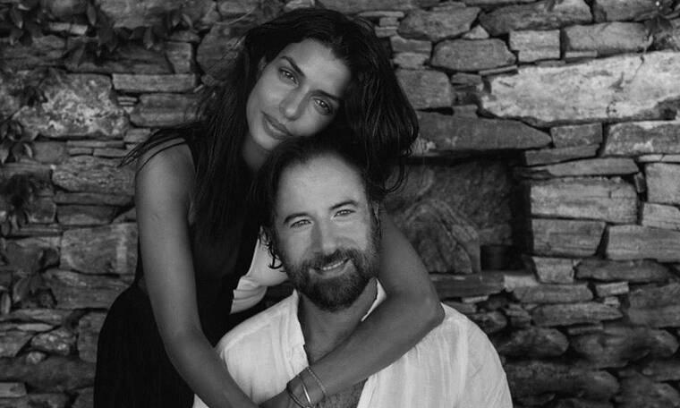 Γάμος Σωτηροπούλου - Μαραβέγια: Οι δέκα καλεσμένοι και το λαμπερό νυφικό της ηθοποιού (Video)