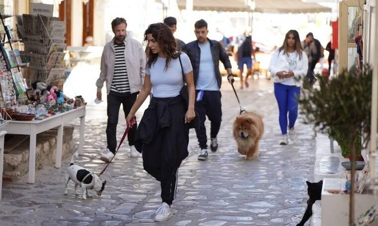 Τόνια Σωτηροπούλου - Κωστής Μαραβέγιας: Πρωινή βόλτα στην Ύδρα μετά τον γάμο τους