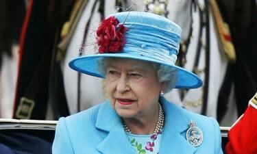 H νέα προσθήκη στην εμφάνιση της βασίλισσας Ελισάβετ που συζητήθηκε (video)